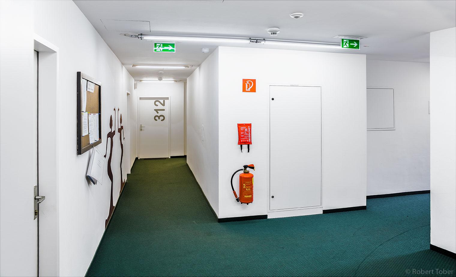 Studentenwohnheim Auge Gottes, Brandschutz-Ausrüstung · © Robert Tober · www.toro.cc