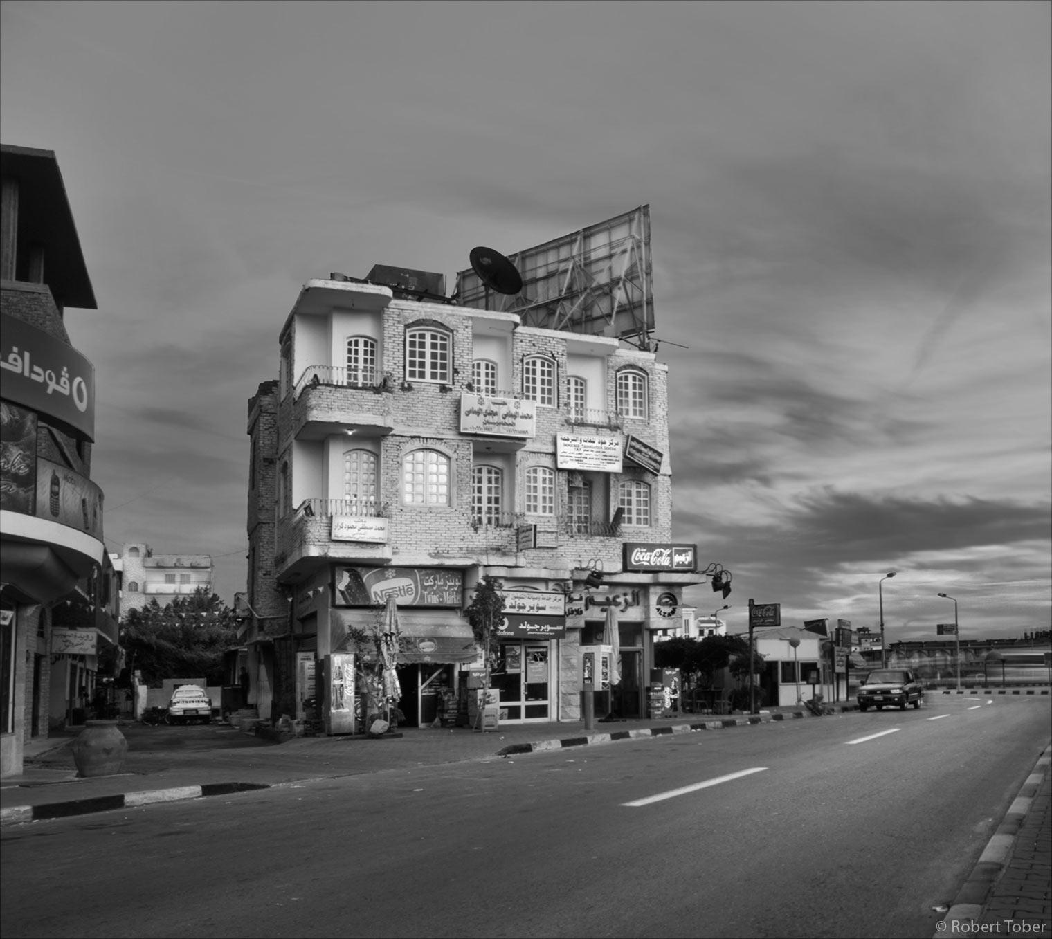 Wohn- und Geschäftshaus in Hurghada, Ägypten · © Robert Tober · www.toro.cc